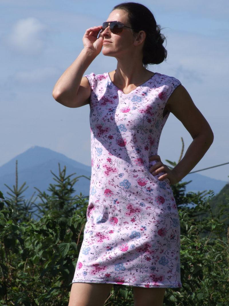 e81c142f19af Květované úpletové šaty  Květované úpletové šaty