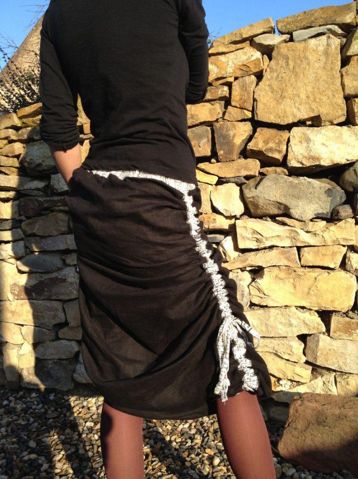 Nařasená černá sukně