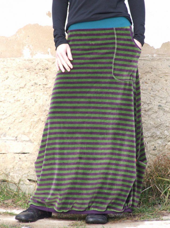 Dlouhá pruhovaná teplá sukně